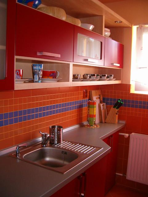 cervena-kuchyne-2.jpg